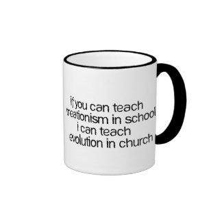 Enseñe a la evolución en iglesia taza de dos colores