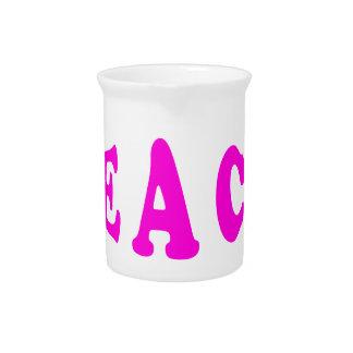 Enseñe a la paz en jarra rosada de la fuente