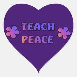 Enseñe a la paz pegatina en forma de corazón