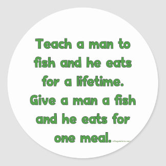 Enseñe a un hombre a pescar pegatina redonda
