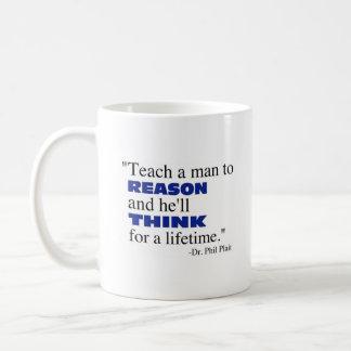 Enseñe a un hombre a razonar… taza
