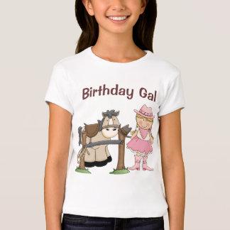 Ensille para arriba la camisa del cumpleaños