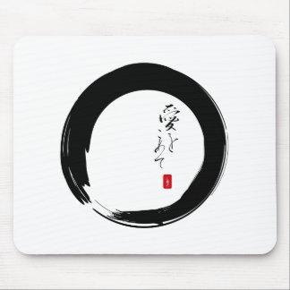 """Enso con """"con el texto del kanji del amor"""" mouse pads"""