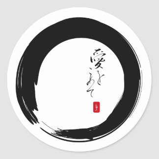 "Enso con ""con el texto del kanji del amor"" pegatina redonda"