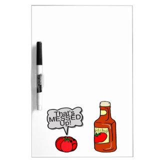 Ensuciada salsa de tomate pizarra blanca