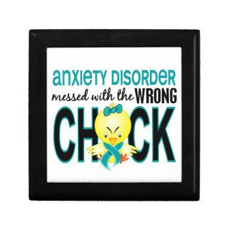 Ensuciado con desorden de ansiedad incorrecto del caja de regalo cuadrada pequeña