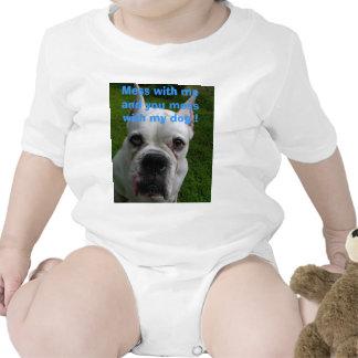 ¡Ensucie conmigo y usted ensucia con mi perro! Camisetas