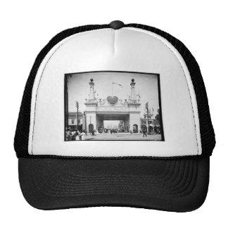 Entrada a Luna Park, Coney Island, N.Y. c1905 Gorros