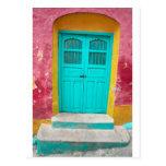 Entrada de madera pintoresca de las puertas verdes postal