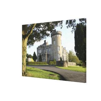 Entrada lateral del castillo de Dromoland sin gent Impresión En Lona