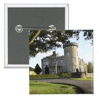 Entrada lateral del castillo de Dromoland sin gent Pin Cuadrada 5 Cm