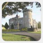 Entrada lateral del castillo de Dromoland sin Pegatina Cuadrada