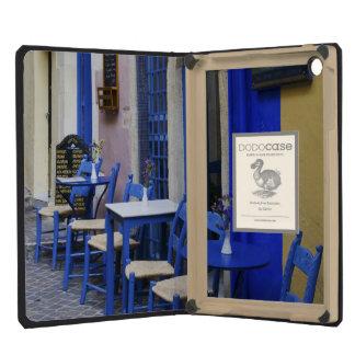 Entrada y apartadero azules coloridos al hotel vie