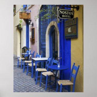 Entrada y apartadero azules coloridos al hotel vie poster