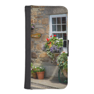 Entrance to Smugglers Bed and Breakfast iPhone SE/5/5s Wallet Case