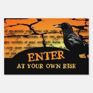 Entre en su propia muestra de la yarda del cuervo  letreros
