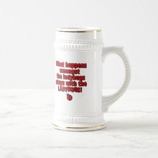 Entre las mariquitas tazas de café