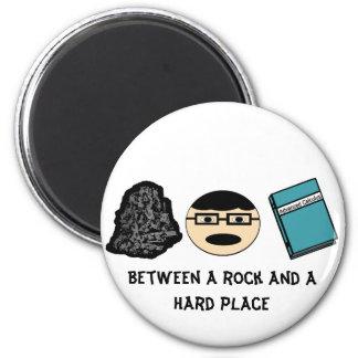 Entre una roca y un imán duro del lugar