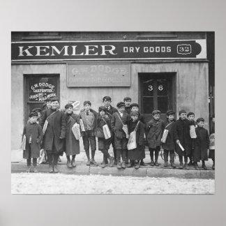 Entrega del domingo Papers, 1909. Foto del vintage Póster