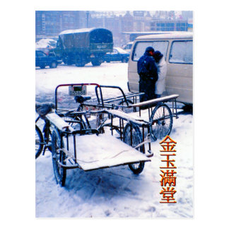 Entregas de la bicicleta en la nieve tarjeta postal