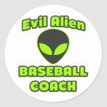 Entrenador de béisbol extranjero malvado etiqueta redonda