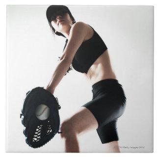 entrenamiento de la mujer joven, béisbol azulejo cuadrado grande