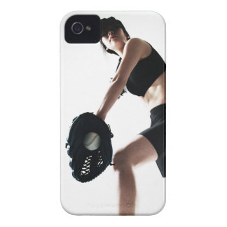 entrenamiento de la mujer joven, béisbol iPhone 4 Case-Mate carcasa