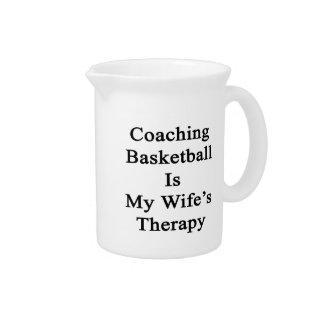 Entrenar baloncesto es la terapia de mi esposa jarra de beber