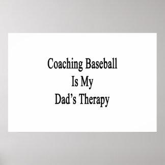 Entrenar béisbol es la terapia de mi papá poster