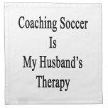 Entrenar fútbol es la terapia de mi marido servilletas