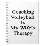 Entrenar voleibol es la terapia de mi esposa libro de apuntes con espiral