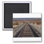Entrene a las pistas, desierto de Mojave, Californ Imán De Nevera