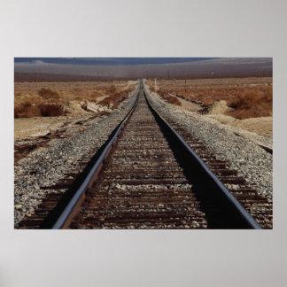 Entrene a las pistas, desierto de Mojave, Californ Póster