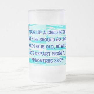 entrene a una taza del niño