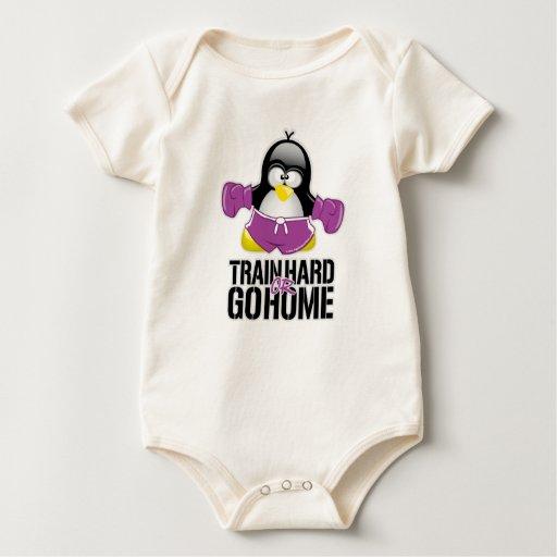 Entrene difícilmente o vaya a casa pingüino traje de bebé