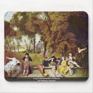 Entretenimiento acogedor al aire libre por Watteau Tapete De Ratones