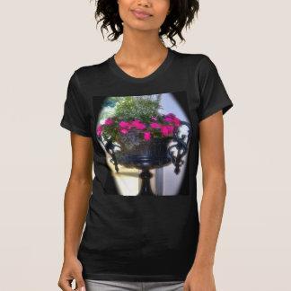 Envase gótico de la flor t-shirt