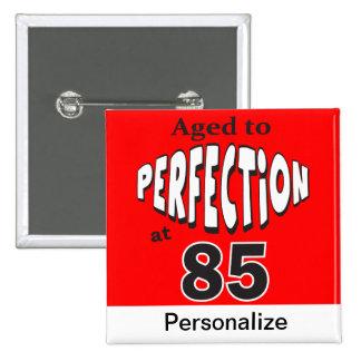 Envejecido a la perfección en el botón pins