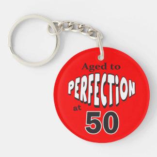 Envejezca a la perfección en el 50.o cumpleaños llavero redondo acrílico a doble cara