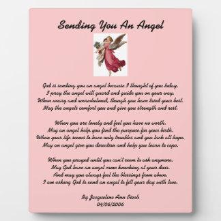 Enviándole una placa del ángel