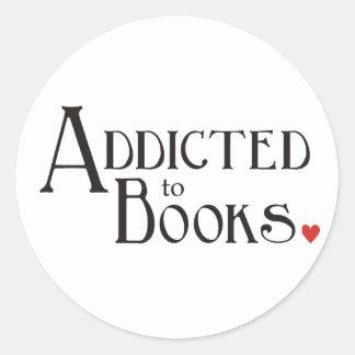 Enviciado a los libros etiquetas redondas