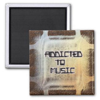 Enviciado al imán del cuadrado de la música