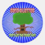 Envíe el diseño del triunfo de los árboles de la pegatinas redondas