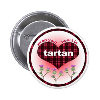 Envuelva su corazón en tartán pin redondo de 2 pulgadas