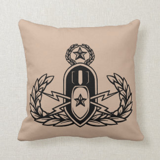 EOD(Explosive Ordnance Disposal) Master Badge Throw Pillow