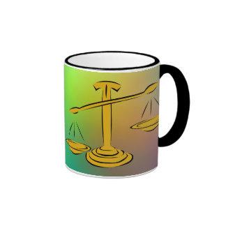 Equilibrio de las escalas taza de dos colores