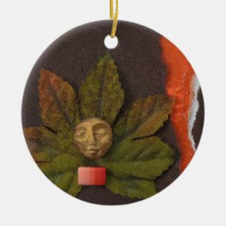 Equinoccio otoñal - collage adorno redondo de cerámica