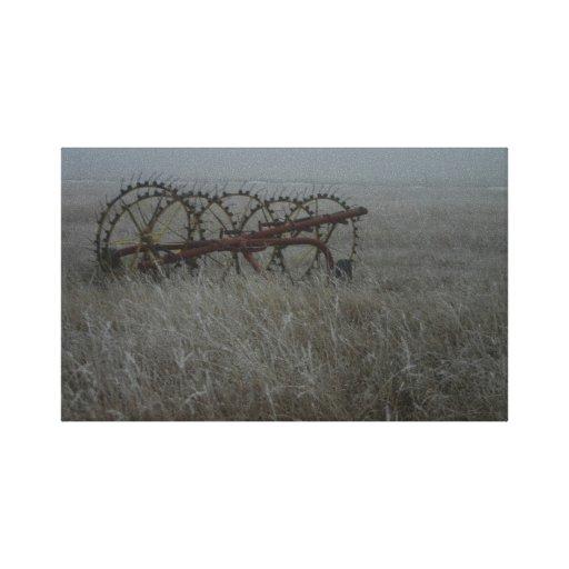 Equipamiento agrícola viejo del rastrillo de heno impresión en lienzo