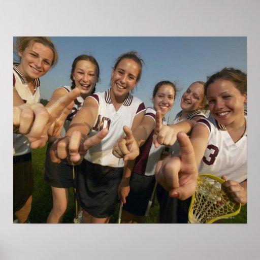 Equipo adolescente del lacrosse (de 16-17) que póster