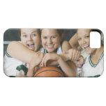 Equipo de baloncesto femenino que sonríe, retrato iPhone 5 Case-Mate fundas